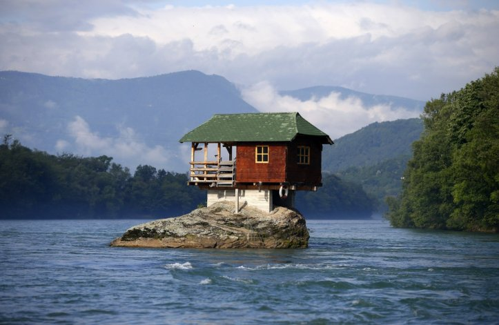 this-house-is-built-on-a-rock-on-the-river-drina-near-the-western-serbian-town-of-bajina-basta-it-was-built-in-1968-by-a-group-of-young-men-who-decided-that-the-rock-on-the-river-was-an-ideal-place-for-a-tiny-shelter-acco