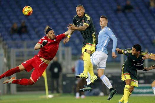2015-11-01T210208Z_1723328913_GF20000042273_RTRMADP_3_SOCCER-ITALY_mediagallery-article