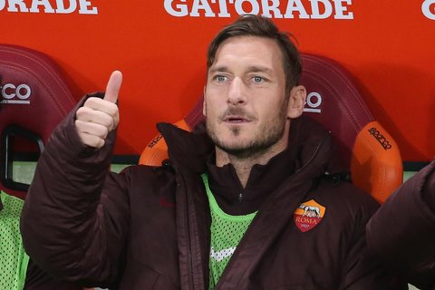 WCENTER 0XQBAJVDEO                Francesco Totti before the Italian Serie A soccer match AS Roma vs AC Milan at Olimpico stadium in Rome, Italy, 9 January 2016.  ANSA/ALESSANDRO DI MEO