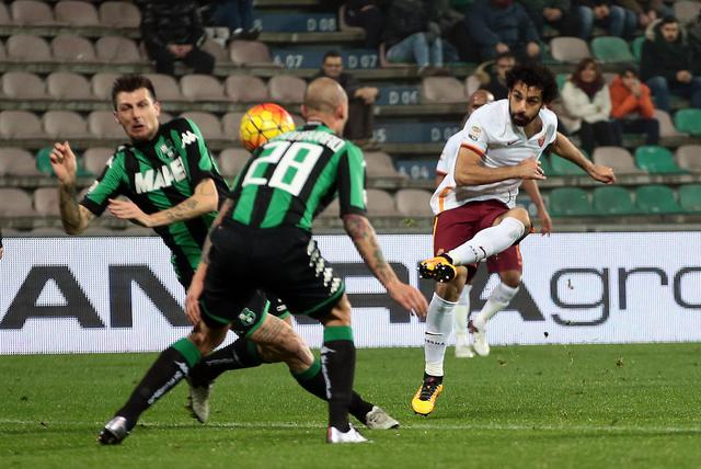 Roma's Mohamed Salah scores the goal during the Italian Serie A soccer match US Sassuolo vs AS Roma at Mapei Stadium in Reggio Emilia,Italy, 2 February 2016.ANSA/SERENA CAMPANINI