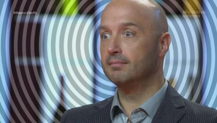 Bastianich prova a usare il suo sguardo ipnotizzante.